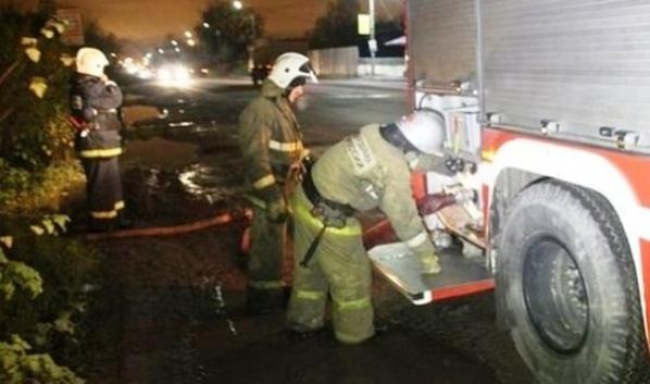 Ночью в Воронеже тушили грузовик.