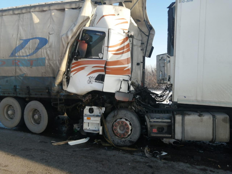 ДТП с двумя грузовиками.