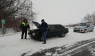 Гаишники помогли водителю.