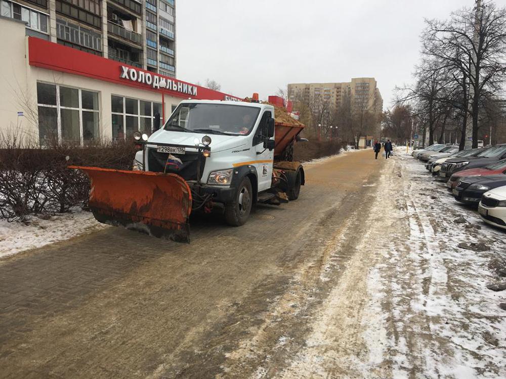 Улицы Воронежа расчищают после снегопада.