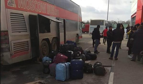 Пассажиров высадили из сломавшегося автобуса.