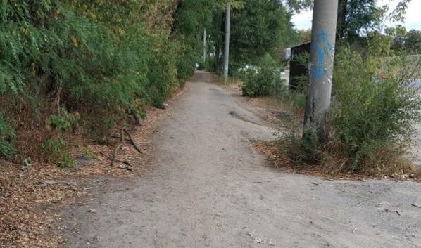 Здесь появится благоустроенный тротуар.