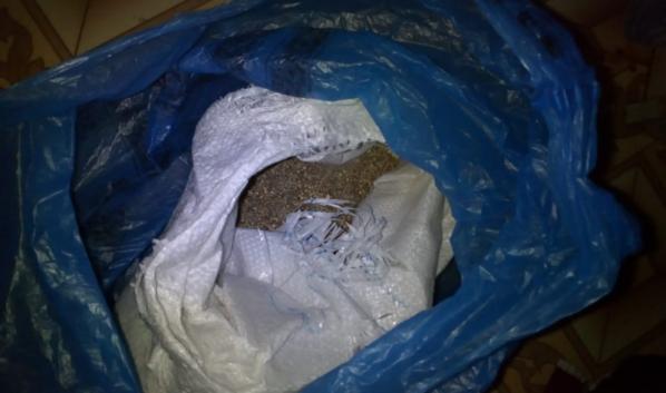 Наркотики хранились в мешке из-под сахара.
