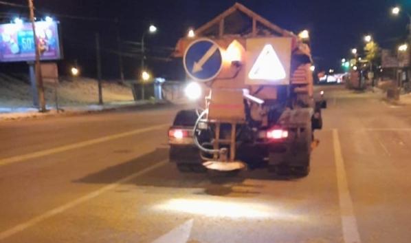 Ночная обработка дорог.