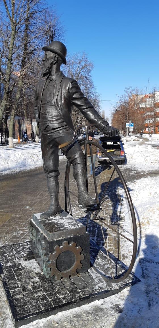 Памятник Столлю.