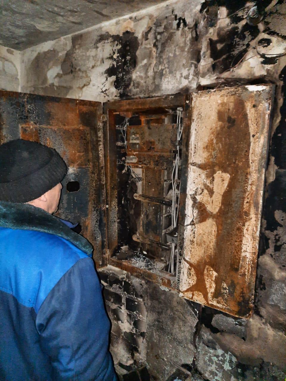 Возгорание произошло в электрощитке.