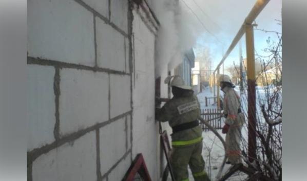Пожар случился в трехквартирном жилом доме.