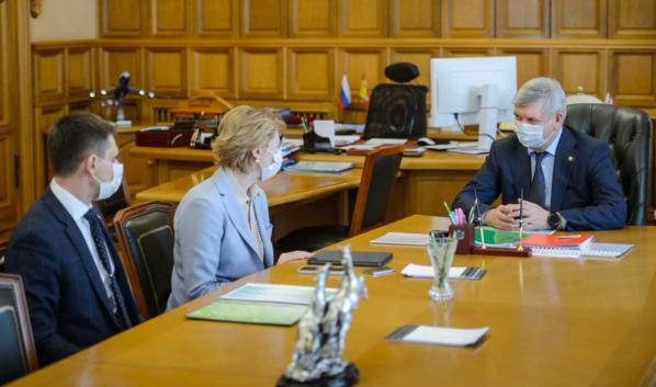 Встреча Наталии Цайтлер и губернатора Александра Гусева.