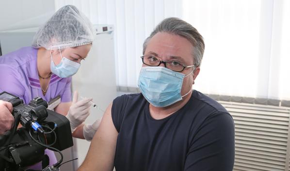 Вадиму Кстенину сделали прививку.