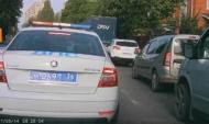 Водитель развернулся прямо перед полицейской машиной.
