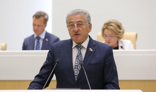 Сенатор Сергей Лукин представил в Совете Федерации закон, защищающий права обманутых дольщиков.