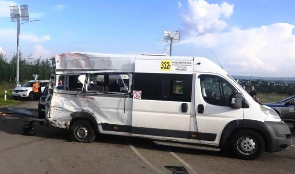 В микроавтобусе ехали 18 человек.