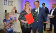 Андрей Соболев вручил почетную грамоту.