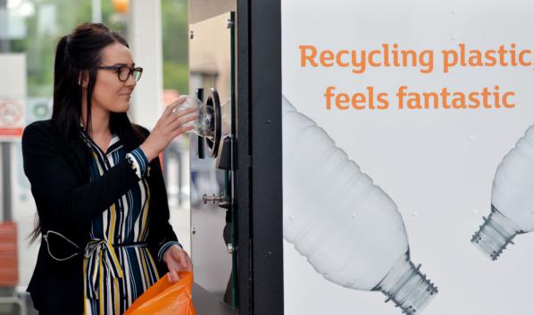 Вот так за рубежом пластиковые бутылки возвращают для переработки.