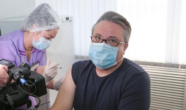 Прививку от ковида мэру сделали ещё весной.