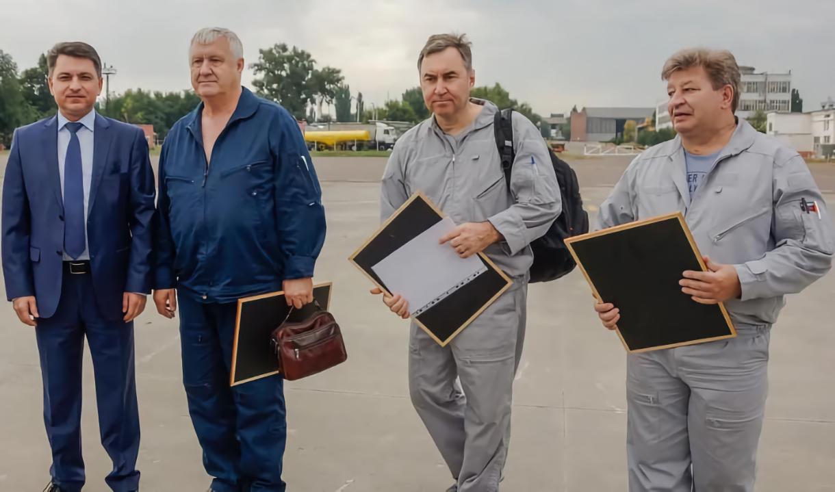 Слева направо: Фарит Шарафеев и экипаж – Николай Куимов, Дмитрий Комаров и Николай Хлудеев.