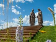 Памятник святым благоверным Петру и Февронии.
