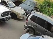 Легковушка врезалась в машины, а ее водитель пошел на конфлик с полицейским.