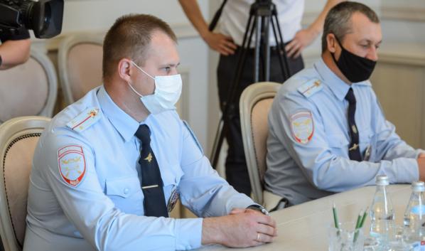 Слева направо: Александр Сергеев, Роман Лебединский.