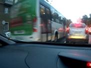 Водитель выехал на встречную полосу.