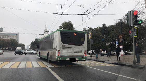 Водитель маршрутки выехал на переход.