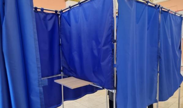 Кабинки для голосования на выборах в Воронеже.