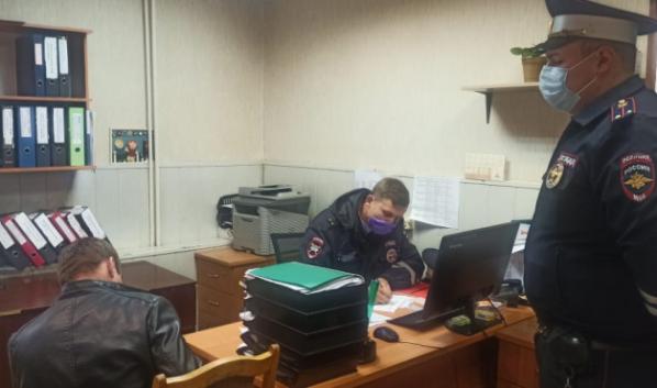 Нарушителя доставили в отдел ГИБДД.