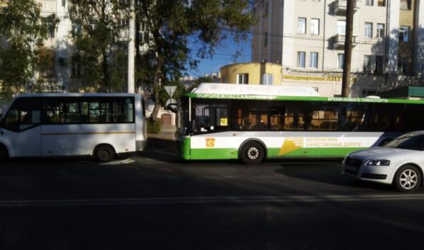 В Воронеже столкнулись две маршрутки.