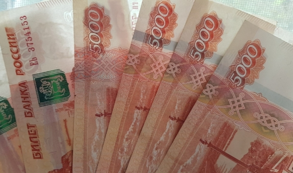 Женщина перевела деньги аферистам.