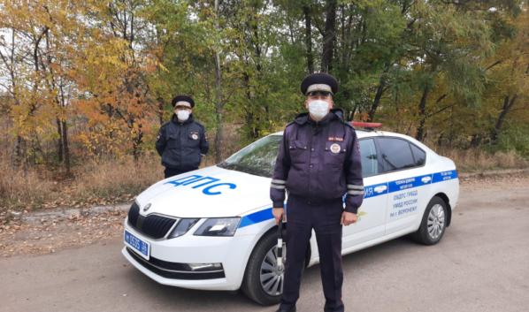 Инспекторы помогли довезти женщину в роддом.