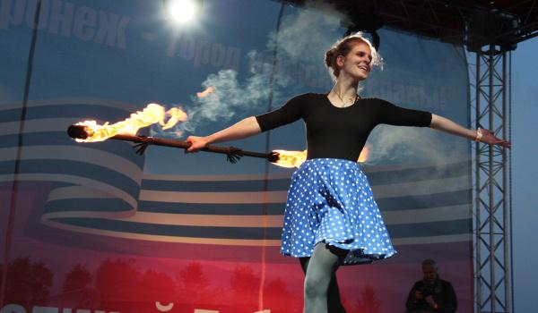 Участники фестиваля «Огни Победы» в Воронеже.